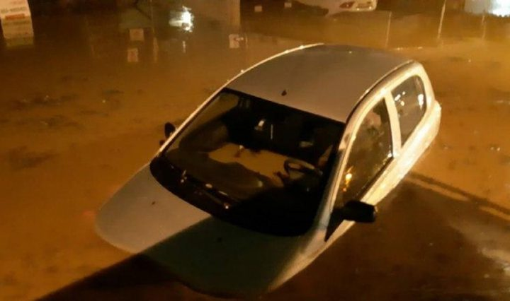 استمرار إغلاق شوارع بسبب الفيضانات
