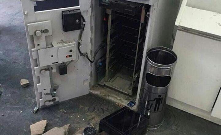 مجهولون يسرقون صرافا آليا لاحد البنوك  في مدينة البيرة