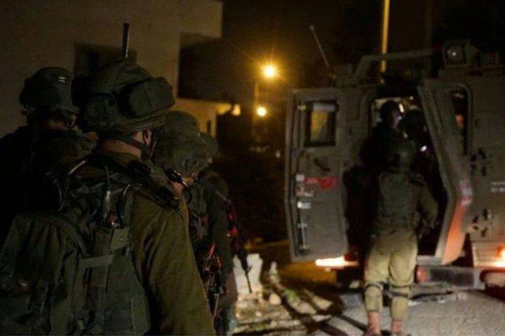 قوات الاحتلال تعتقل 4 شبان من جنين