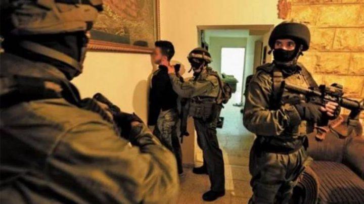 قوات الاحتلال تعتقلشابا قرب الحرم الإبراهيمي في الخليل
