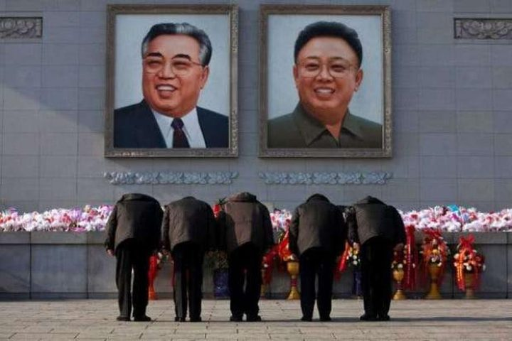 القبض على أم أنقذت أطفالها ونسيت صور زعماء كوريا الشمالية !