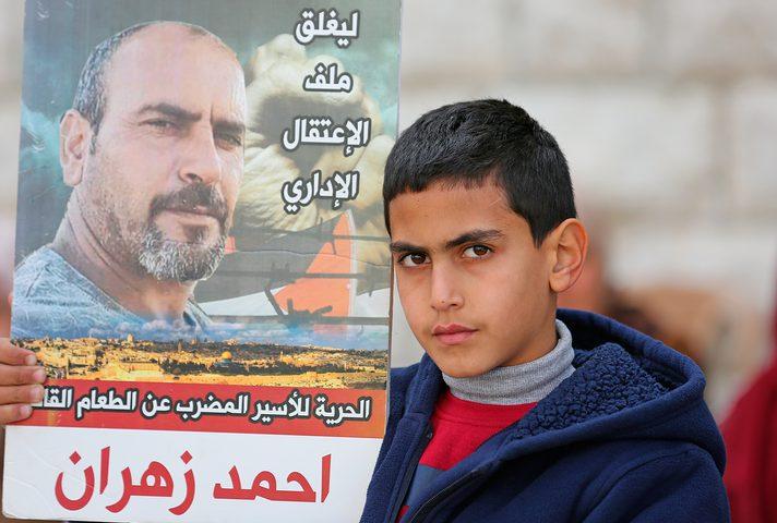 الأسير أحمد زهران يواصل إضرابه لليوم الـ111