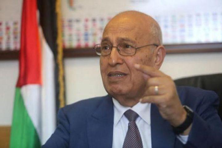 الرئيس يصدر قراراً بتعيين نبيل شعث ممثلاً له