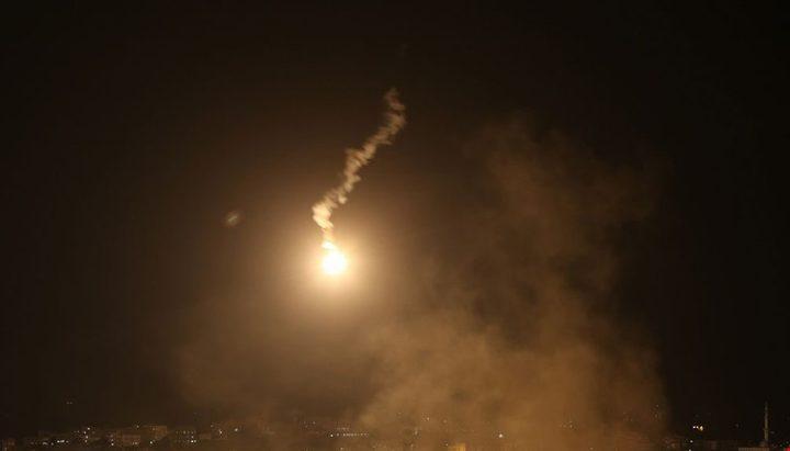 انفجارات واطلاق نار وقنابل إضاءة شمال غزة والاحتلال يزعم رصد تسلل
