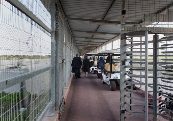 الاحتلال يقرر زيادة عدد التجار والعمال الغزيين في إسرائيل