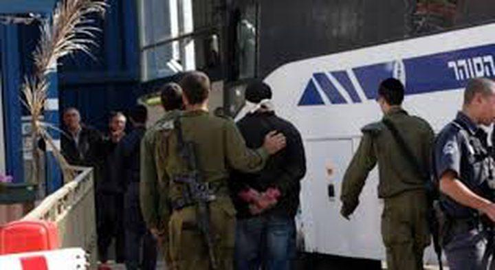 تمديد اعتقال أسير بعد 17 عاما من اعتقاله