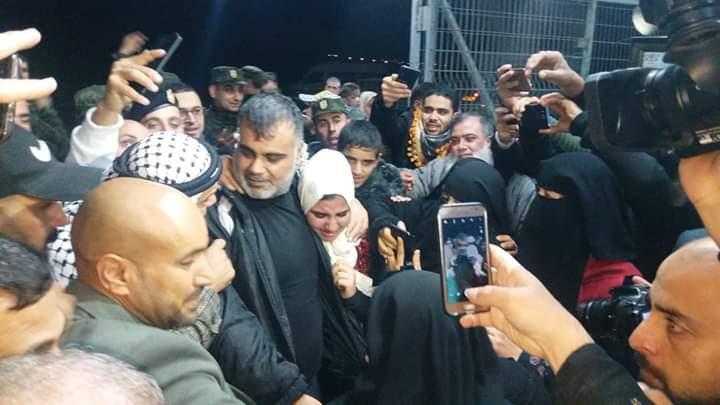 """الاحتلال يفرج عن الأسير علاء أبو جزر بعد اعتقال دام """"17"""" عامًا"""
