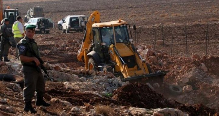 قوات الاحتلال تستولي على جرافة شرق نابلس