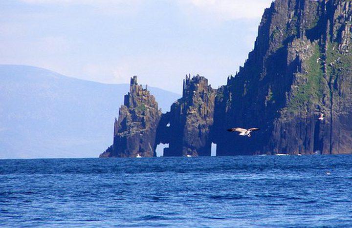 """جزيرة إيرلندية نائية تعلن عن توفر """"وظيفة العمر"""" بمزايا فريدة"""