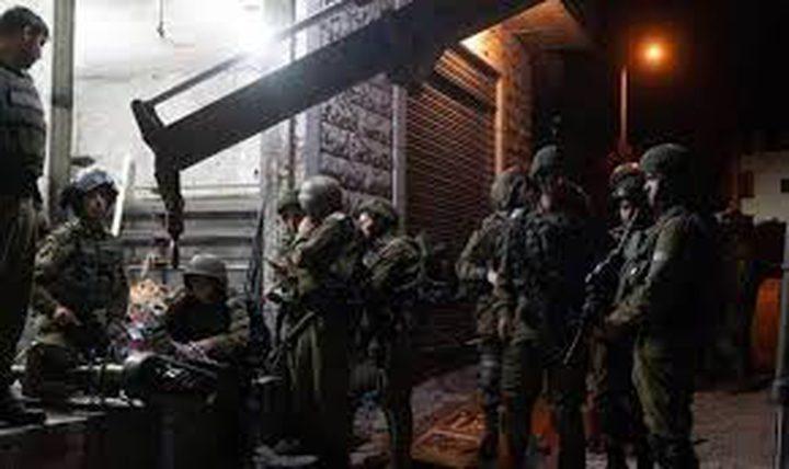 الاحتلال يستولي على معدات ورشة حدادة في كفر الديك