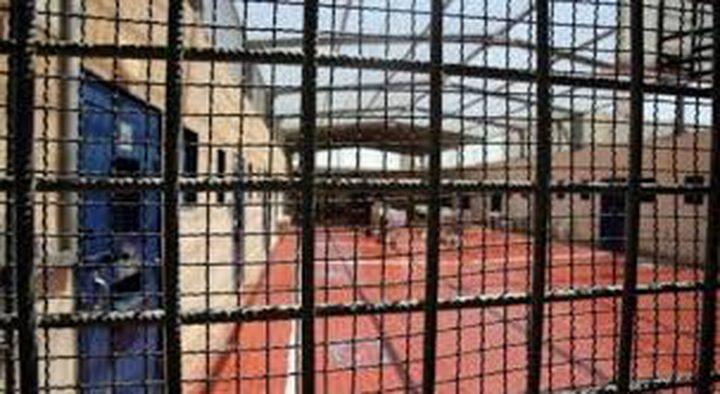 ثلاثة أسرى يدخلون عامهم الـ18 في معتقلات الاحتلال