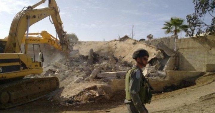 الاحتلال يهدم منزلا في يطا جنوب الخليل