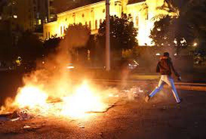 إصابات في اشتباكات ليلية بين المتظاهرين وعناصر أمن في لبنان
