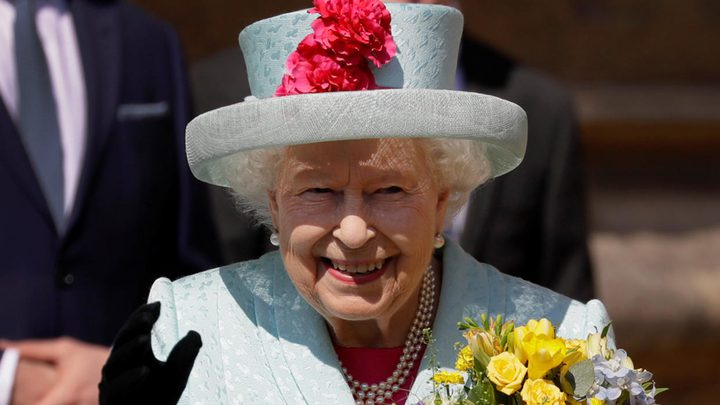 الملكة إليزابيث تخالف القواعد الملكية
