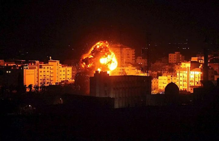طيران الاحتلال الحربي يستهدف موقعاً شمال غزة