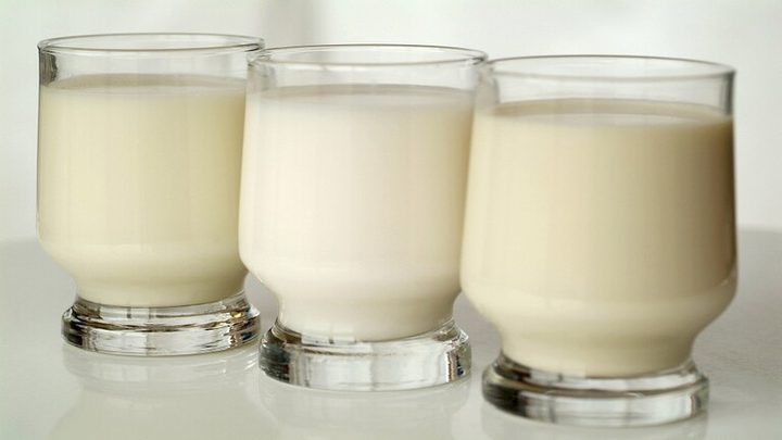 أي أنواع الحليب يساعد في الحفاظ على الشباب