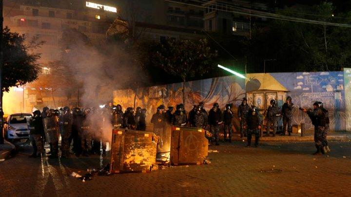 اصابة العشرات خلال اشتباكات بين الأمن ومتظاهرين في بيروت