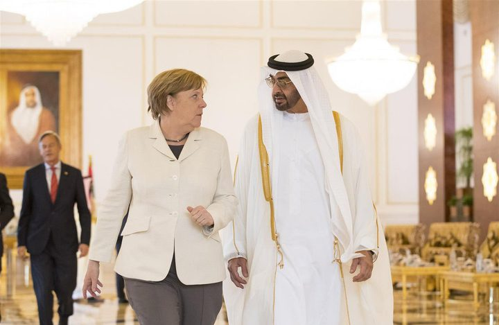محمد بن زايد يؤكد لميركل دعمه الكامل لتسوية شاملة في ليبيا