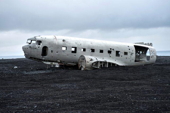 """إيسلندا.. وفاة سائحين في ظروف غريبة قرب """"الطائرة الغامضة"""" !"""