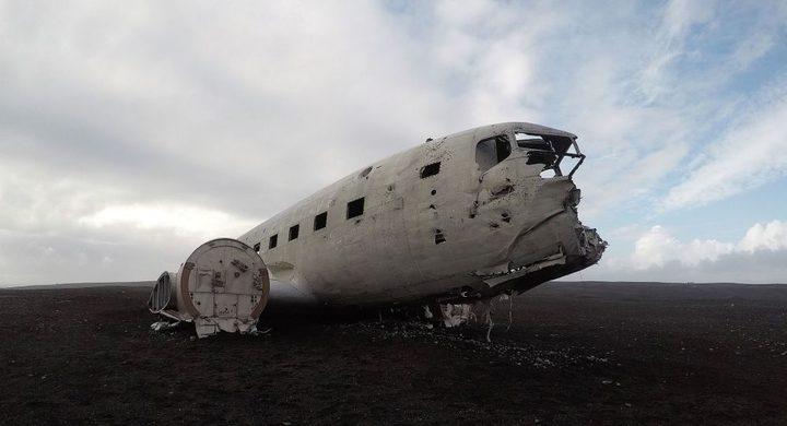 العثور على جثتين بجانب طائرة تحطمت عام 1973