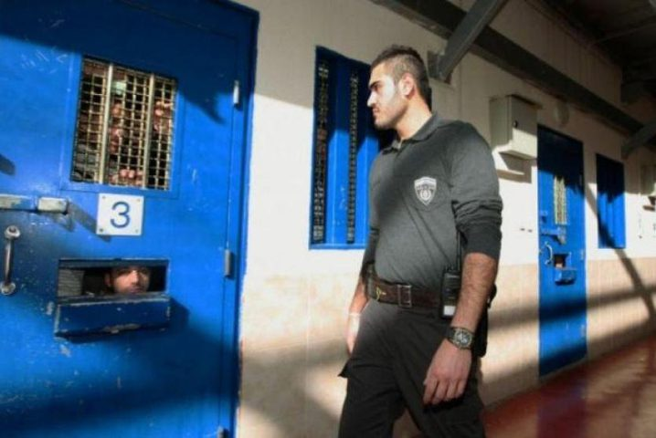 الاسير مصعب أبو غزالة محتجز في العزل الانفرادي لليوم الـ27