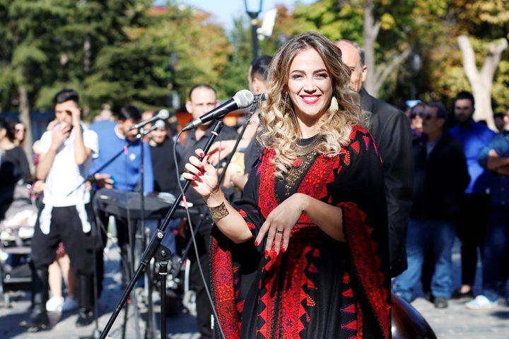 """دلال ابو آمنة تغني مزيج من التراثين التركي والفلسطيني """" يا زماني"""