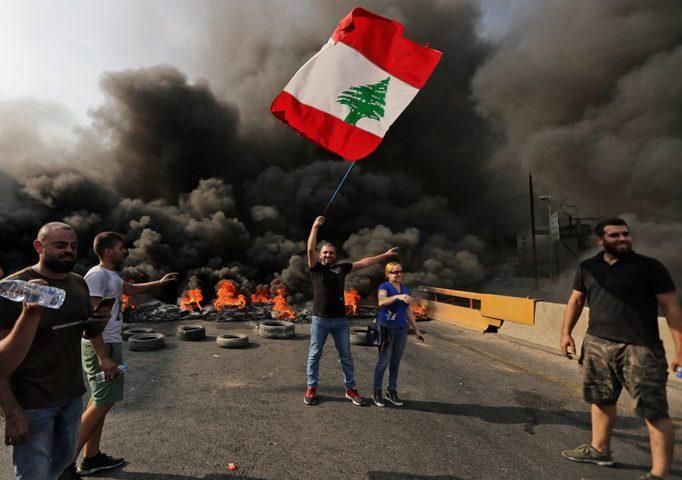 الرئيس اللبناني يعقد اجتماعاً أمنياً لمناقشة المواجهات