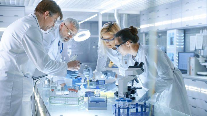 علماء بريطانيون يكتشفون علاجًا لكل أنواع السرطان