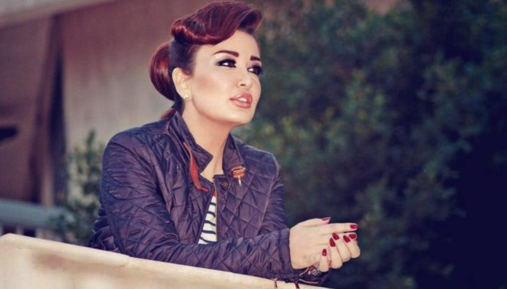 الفنانة السورية جيهان عبد العظيم تدعم عملة بلدها