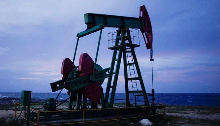 أسعار النفط تهبط نحو 1%