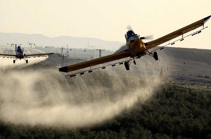 """الكشف عن مبيدات """"سامة"""" يلقيها الاحتلال شرق غزة"""