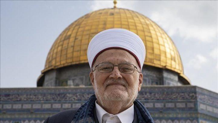 الشيخ عكرمة صبري يدخل المسجد الاقصى رغم المنع الإسرائيلي