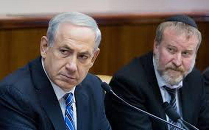 مندلبليت يدرس مقاضاة وسائل الاعلام العبرية المتربطة بفساد نتنياهو