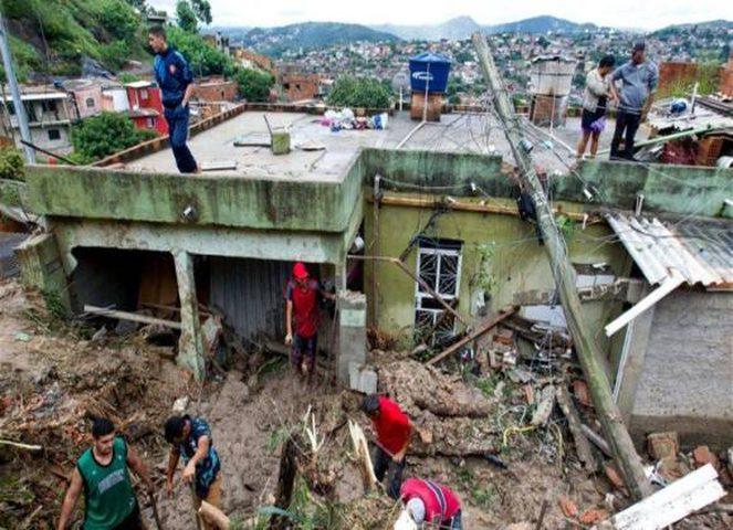 مصرع 30 شخصا وفقدان أثر 17 آخرين جراء عاصفة في البرازيل