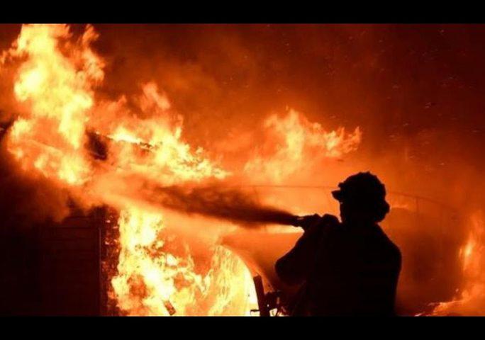 هندية تحرق كفيلها من أجل سرقة مبلغ من المال
