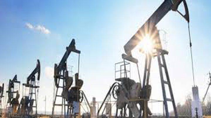 أسعار النفط تغلق على تباين بسبب مخاوف كورونا