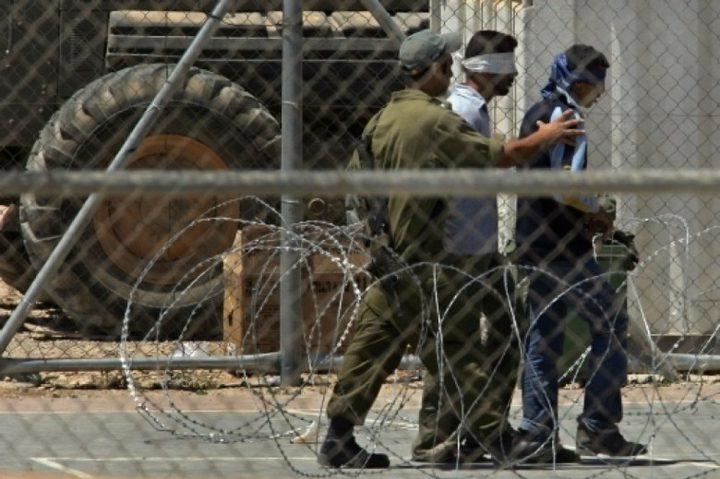 """هيئة الأسرى: الاحتلال ينقل 35 أسيرا من سجن """"هشارون"""" إلى """"نفحة"""""""
