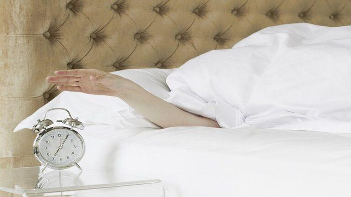 صوت معين في المنبه يجعلنا نترنح عند الاستيقاظ