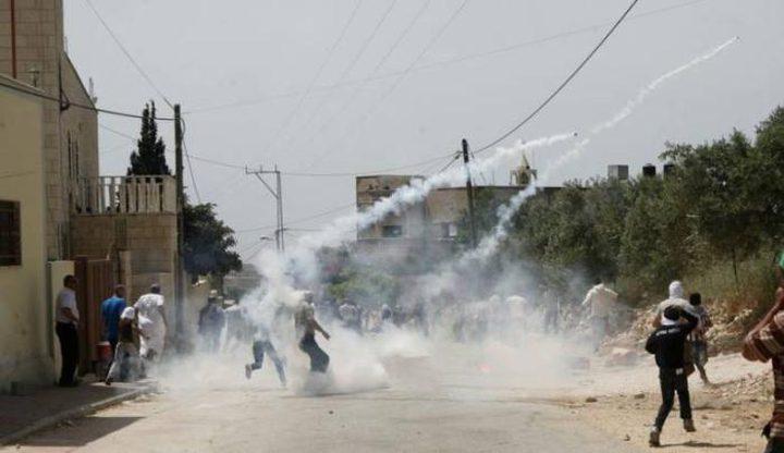 اصابات بالاختناق خلال مواجهات مع الاحتلال جنوب الخليل