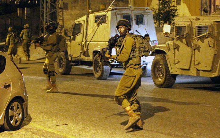 الاحتلال يقتحم رام الله وجنين بعشرات الآليات العسكرية
