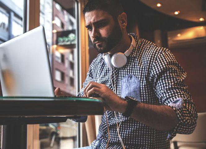 أهم النصائح لجلوس صحي خلال فترات العمل الطويلة