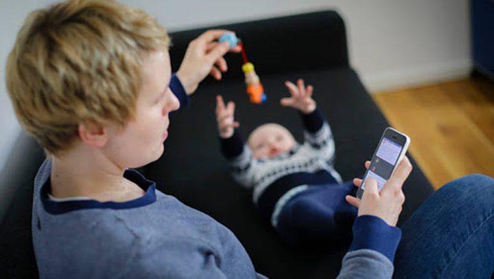 كيف يؤثر هاتفك على علاقتك بأولادك؟