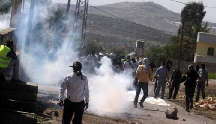 إصابات بالاختناق في مواجهات مع الاحتلال في بيت أمر بالخليل