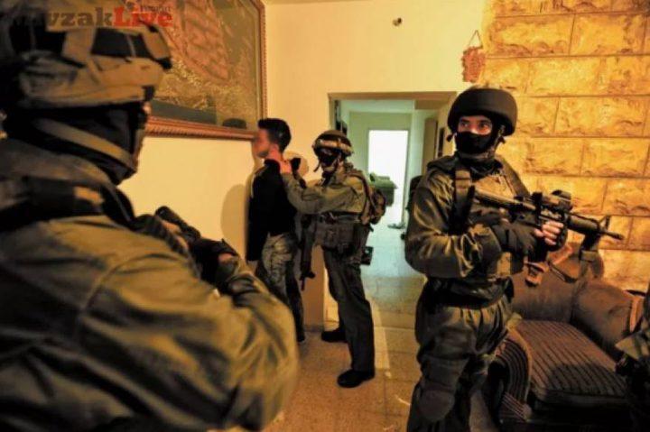 الاحتلال يعتقل شابا من الخليل