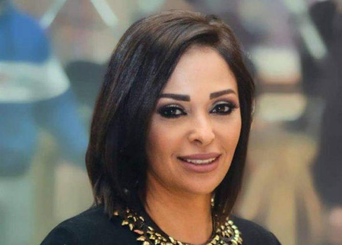 داليا البحيري تؤدي مناسك العمرة