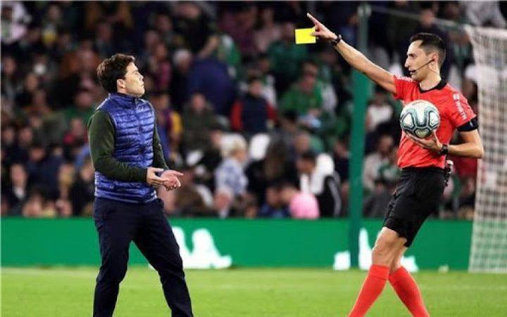 إيقاف حكم مباراة برشلونة وبيتيس لعدم الرضا عن قراراته