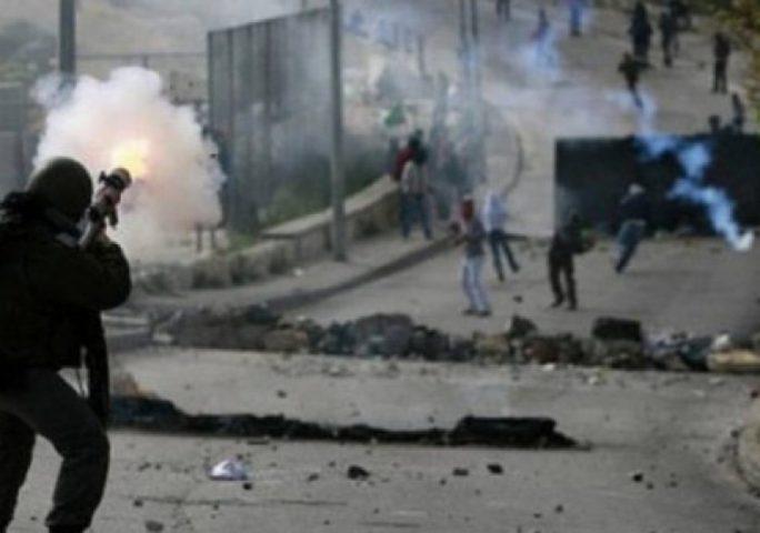 """إصابات بالاختناق خلال قمع الاحتلال مسيرة منددة بـ""""صفقة القرن"""""""