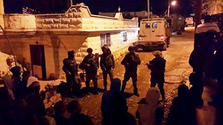 الاحتلال يعتقل شاباًويحتجز أربعة جنوب جنين