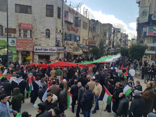 قيادي بحركة حماس: نقف خلف الرئيس في انتزاع حقوقنا