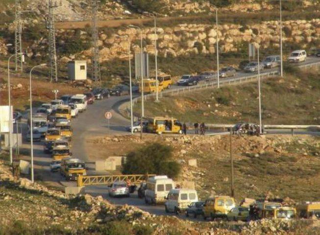الاحتلال يغلق البوابة الحديدية على مدخل النبي صالح